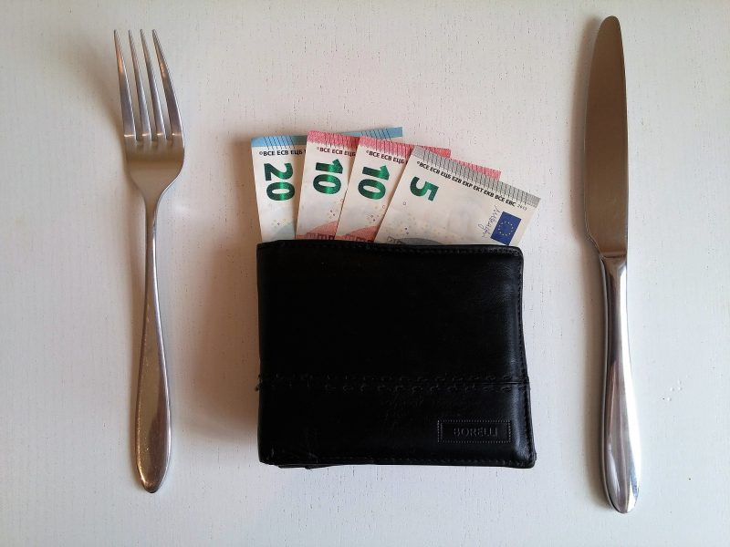 tipping money spain